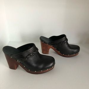 UGG Leather Size 9 Heeled Clog Mule